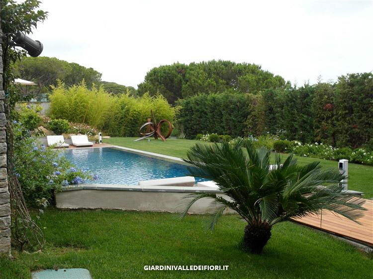 Simple giardino finito con piscina interrata with giardini con piscine - Piscine piccole da giardino ...