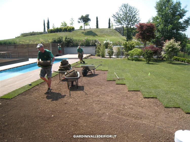 Privati villa moderna con parco e piscina progettazione for Giardino villa moderna