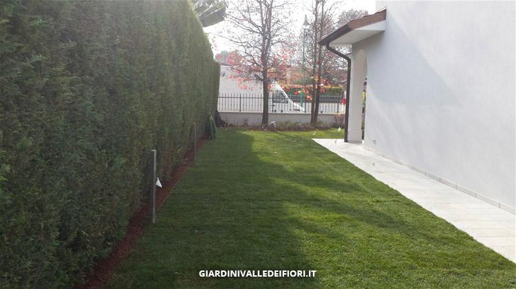 Privati riqualificazione di un giardino esistente for Bordure aiuole in tufo