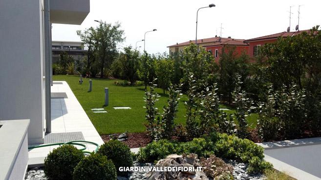 Progettazione giardini realizzazione giardini privati - Giardini case moderne ...